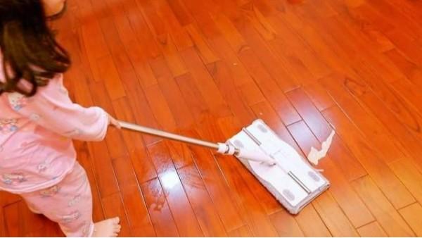 木地板该干拖还是湿拖呢?