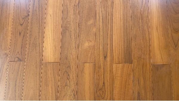 实木地板有色差正常吗