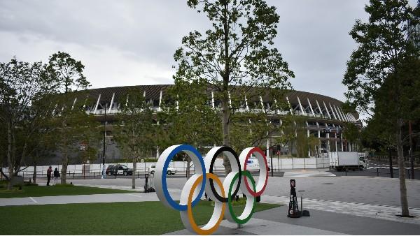 东京新国立竞技场及奥运五环标志