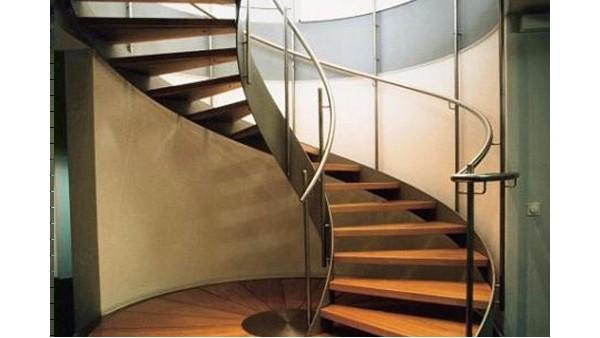 旋转钢架楼梯的设计和施工